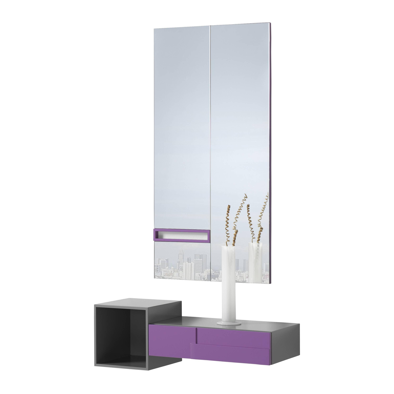 recibidor minimalista con marco espejo color cinza magenta